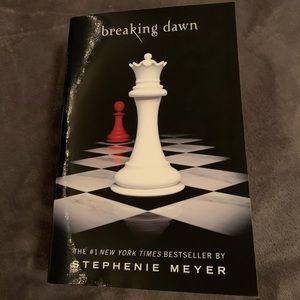 The Twilight Saga book 4 : breaking dawn